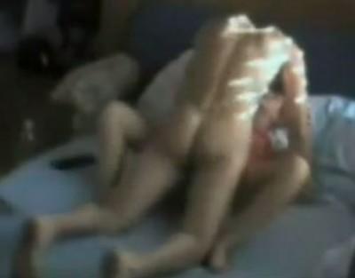 白人父娘が近親セックスするベッドルームを盗撮