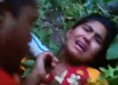野外でインド人女性を輪姦